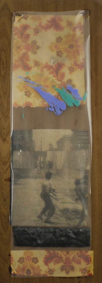 Barrikade/1996/40x14cm/Tintendruck,Blei/Geschenkpapier, PC-Folie, Acrylfarbe auf Holz | Klaus Fabricius | Artist Künstler | Information