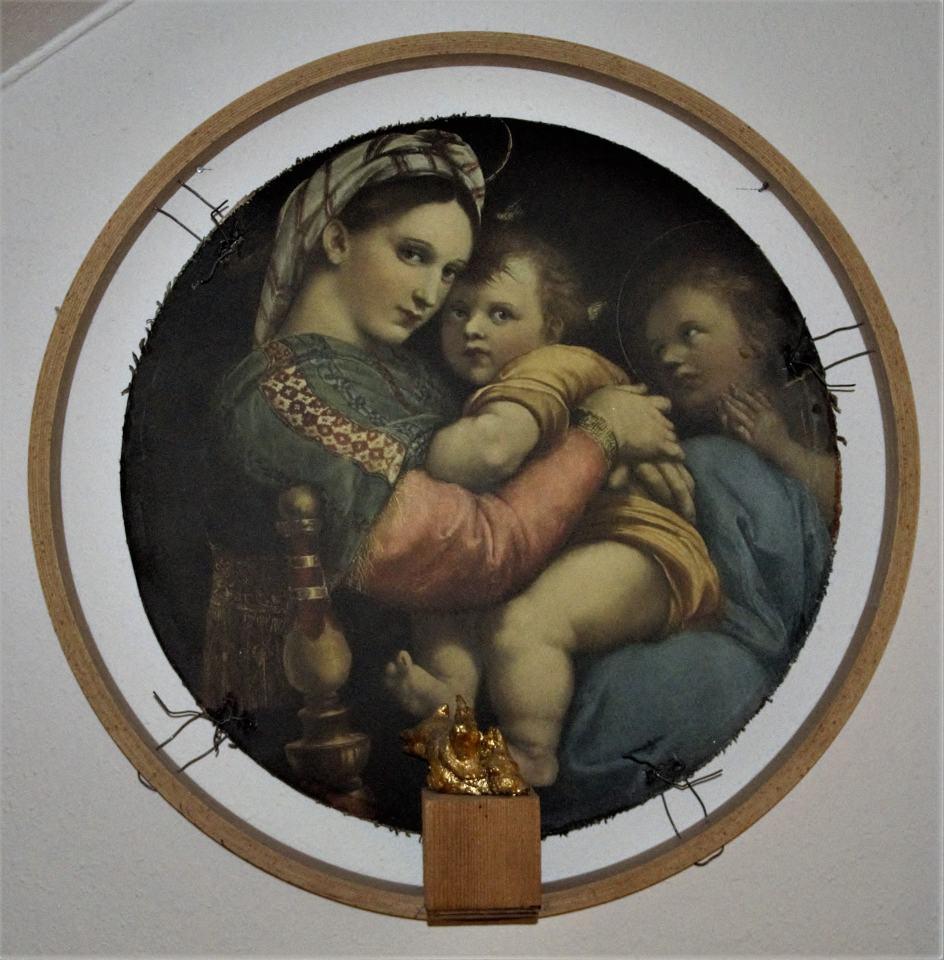 Die Versuchung/2008/ Rafaell Madonna mit Hasenskulptur/8ocm | Klaus Fabricius | Artist Künstler | Information