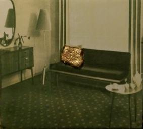 Ende der Gemütlichkeit/2004/Transfer Print auf Leinwand und Pflasterstein mit Schlagmetall gold/40x040cm | Klaus Fabricius | Artist Künstler | Information