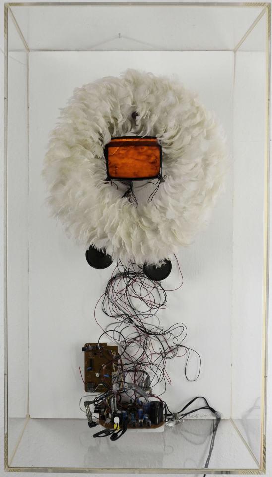 Geburt der Venus/2000/federkranz, Röhren -TVgerät, Viderecorder/90x50x31cm | Klaus Fabricius | Artist Künstler | Information
