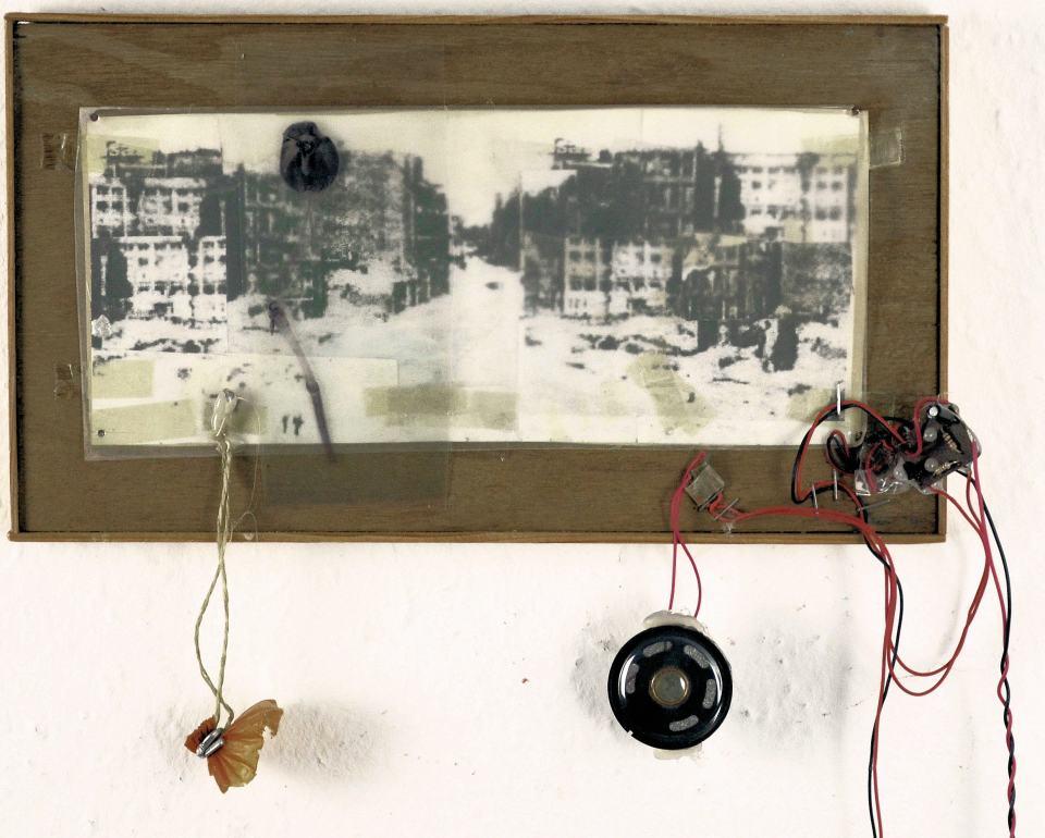 Kleine Vedute/1996/ Fotokopie, Wurstpelle,Klangmodul/45x30x4cm | Klaus Fabricius | Artist Künstler | Information