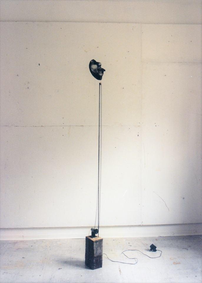 Ohne Titel/199/Fotokopie elektr. Motor Holzklotz  Kettenantrieb/200x20x15cm | Klaus Fabricius | Artist Künstler | Information