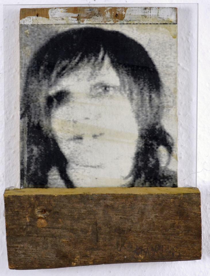 Portraitserie Frauen/Gudrun Ensslin/Fotokopie Holz Glas1998/26x20cm | Klaus Fabricius | Artist Künstler | Information
