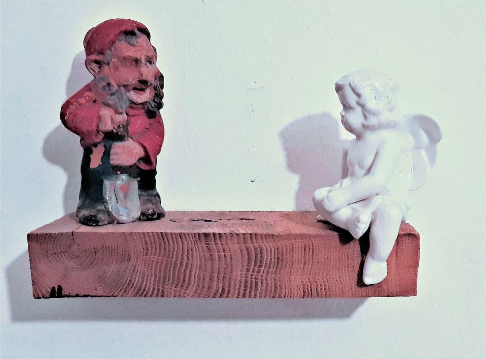 Selbst sich ein Grab schaufelnd/2021/Ton Porzellan/20x30x11cm | Klaus Fabricius | Artist Künstler | Information